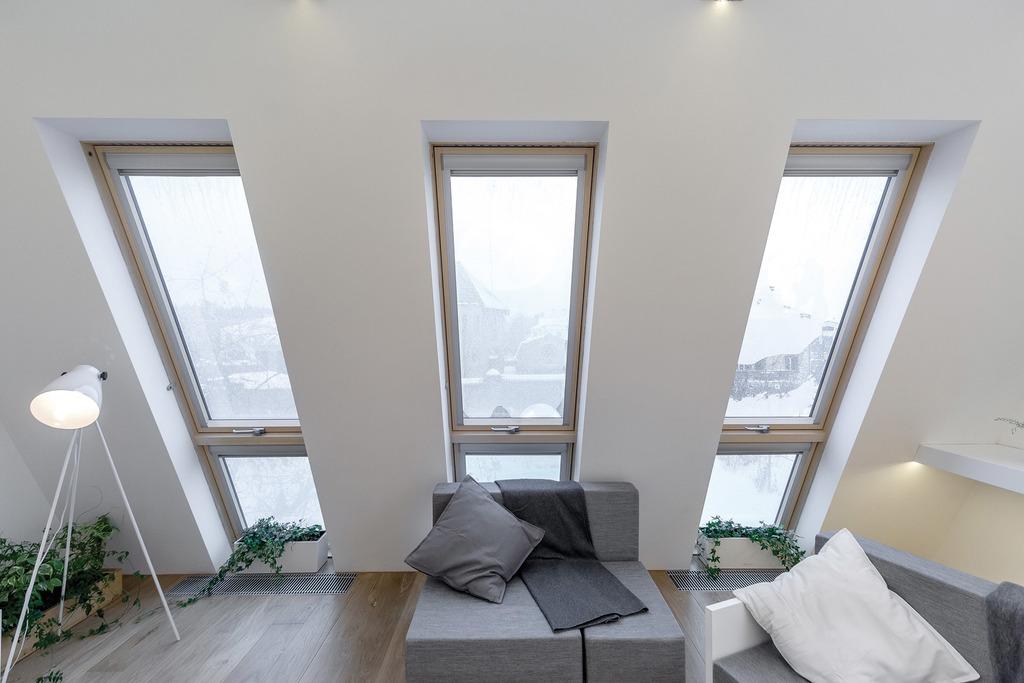fakro yüksek üstten pivot çatı penceresi modeli